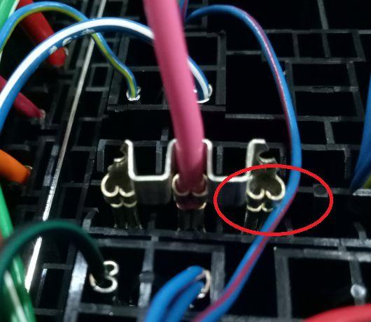汽车线束保险盒端子插装注意事项